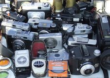 old-cameras-stand Royalty Free Stock Photography