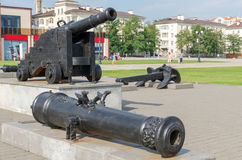 Old cannon and anchor on the Shore Promenade of Admiral Serebrya Stock Photos