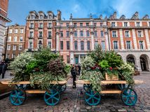 Free Old Carriage Decorated With Fresh Flowers In London Royalty Free Stock Photos - 164055898