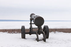 Old cast iron cannon on a winter embankment Royalty Free Stock Photography