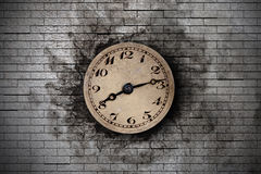 Old clock. 3d rendering of an old clock on a brick wall Royalty Free Stock Photography
