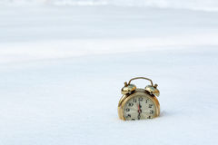 a old clock in the pure white snow Royalty Free Stock Images