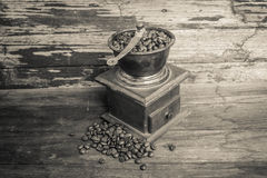 Old coffee grinder and coffee beans Stock Photography