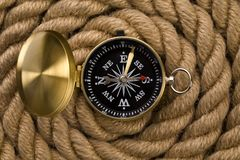 Old compass and rope Royalty Free Stock Photography