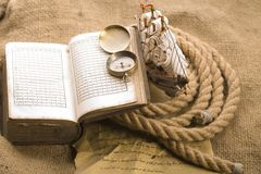 Old compass and rope Stock Photography