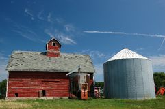 Old corn barn. Red barn, white/blue silo, sky royalty free stock photo
