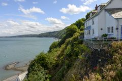Old cottage on a overhang at Clovelly, Devon Royalty Free Stock Photos