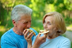 Old couple like pizza Royalty Free Stock Photos