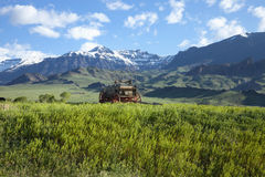 Old covered wagon in the Absaroka Mountains of Wyo Royalty Free Stock Photos