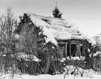 Old dilapidated house in winter Stock Photography