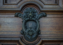 The old door knocker on a wooden door Royalty Free Stock Photography