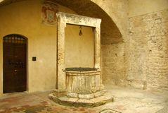 Old draw-well, Italy Royalty Free Stock Photos