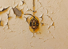Old electrical outlet and cable on decrepit wall Royalty Free Stock Photos