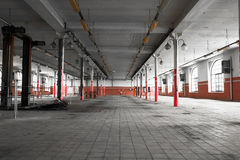 An old empty industrial warehouse interior Royalty Free Stock Photos
