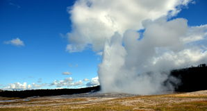 Old Faithful Eruption in Yellow Stone National Park Royalty Free Stock Photos