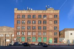 Free Old-fashioned Brickwall Factory Building Against A Blue Sky On A Beautiful Sunny Day In The Bronx, New York Royalty Free Stock Images - 165791849