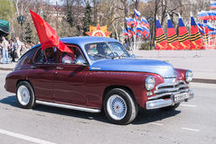 Old-fashioned car participates in parade Stock Images