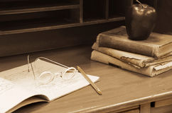 Old-fashioned eye glasses with books Royalty Free Stock Images