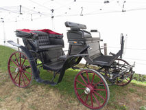 Old-fashioned horse carriage on green grass Stock Photography