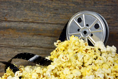 Old-fashioned movie reel and popcorn Royalty Free Stock Images