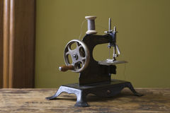 Old Fashioned Sewing Machine Royalty Free Stock Photography