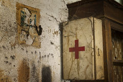 Old first aid kit among the cobwebs Royalty Free Stock Photos