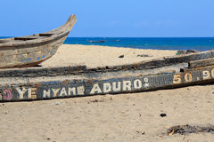 Old fishing boats on the beach. In Jamestown, Accra, Ghana Stock Photos