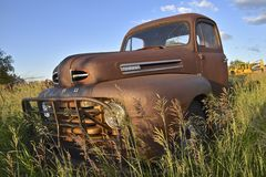 Old Ford rusty pickup. ISABEL, SOUTH DAKOTA, June 22, 2017: The rusty Ford pickup and hood logo is a product of the Ford Motor Company located in Dearborn Stock Photos
