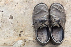 Old genuine leather shoes on concrete background Royalty Free Stock Photography