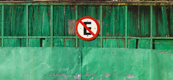 Old green gate with a brazilian No Parking sign Royalty Free Stock Photos