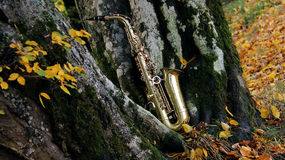 Old grungy saxophone Royalty Free Stock Photography