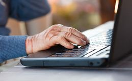 Old hand on a laptop Royalty Free Stock Photography