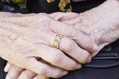 Old hands with wrinkles Royalty Free Stock Photo