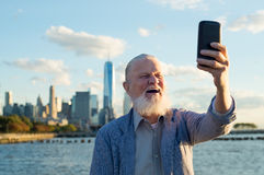 Old healhy man taking selfie Royalty Free Stock Photography