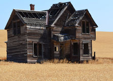 Old Historic Fairfield House. I waited all year till the Wheat was golden to take this photo Stock Photo