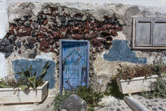 Old house with a blue door in Oia, Santorini - The Cyclades, Greece Stock Photography