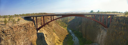 Old iron bridge over theCrooked River Canyon Royalty Free Stock Photos