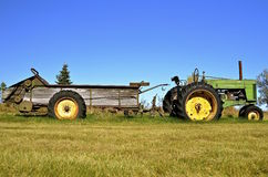 Old John Deere pulling a manure spreader Stock Photography