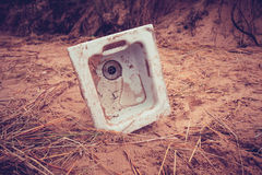 Old kitchen sink in the sand Royalty Free Stock Photography