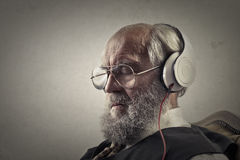 Old man listening to music Royalty Free Stock Photos