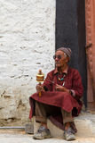 The old man with the prayer wheel Royalty Free Stock Photos