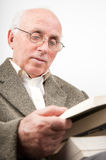 Old man reading Royalty Free Stock Photos