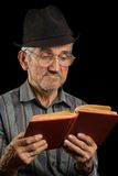 Old man reading a book Royalty Free Stock Images