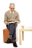 Old man reading a book Royalty Free Stock Photos