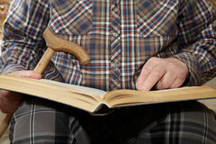 Old man reading a book Stock Photography
