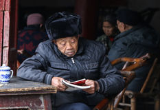 The old man reading at the teahouse in chengdu,china Royalty Free Stock Photography