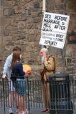 Old man on Royal Mile in Edinburgh Royalty Free Stock Images