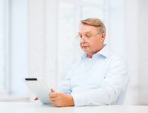 Old man with tablet computer at home Royalty Free Stock Photography