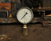 Old manometer with white scale. And black arrow Royalty Free Stock Photos