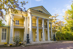 The old mansion with columns in the autumn park Royalty Free Stock Photos